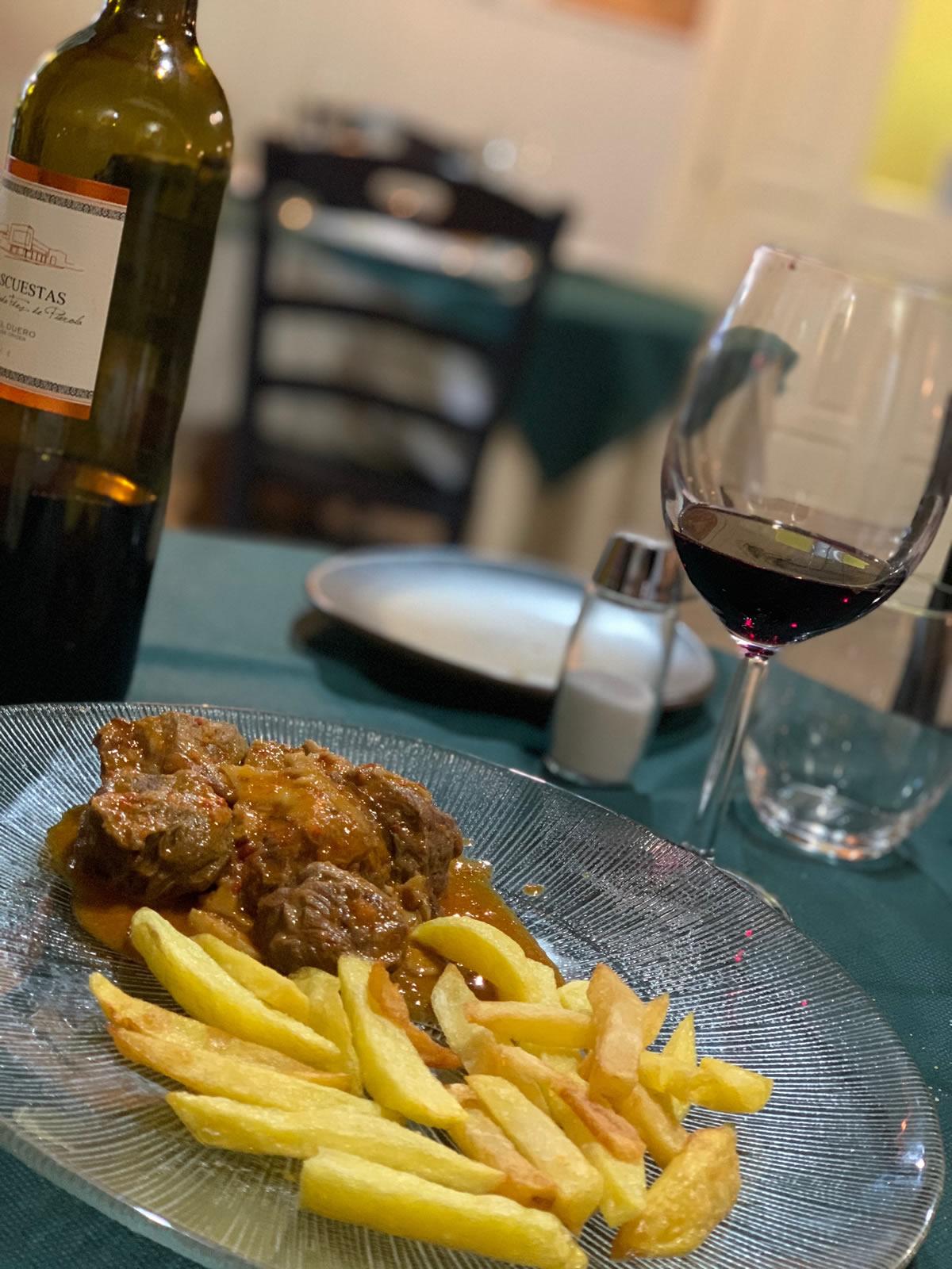 Restaurante Casa Garrido: Solomillo con patatas. Y excelente vino Ribera